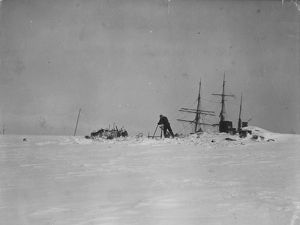 Coaling from the glacier, 'Morning's masts showing above the ice