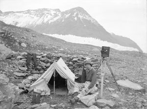 Frank Hurley with cameras, South Georgia