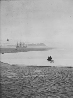 Lt Evans and Good adrift on a floe