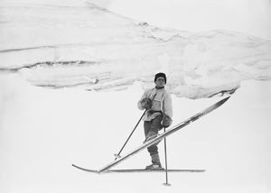 Lt Tryggve Gran turning on ski. October 1911