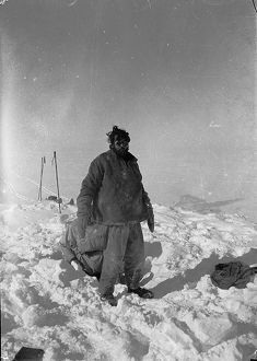 british arctic air route expedition 1930 31/courtauld emerging