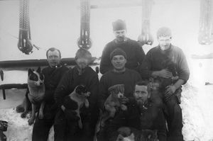 british national antarctic expedition 1901 04/crew members deck ship discovery mess no5