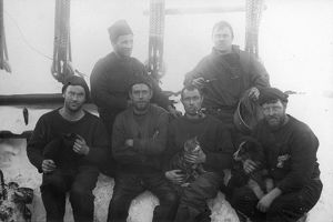british national antarctic expedition 1901 04/crew ship discovery mess no2