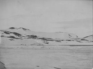 antarctic relief expeditions 1902 04/first view discovery ship