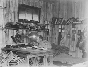 british antarctic expedition 1910 13 terra nova/george murray levick/victor campbell working desk